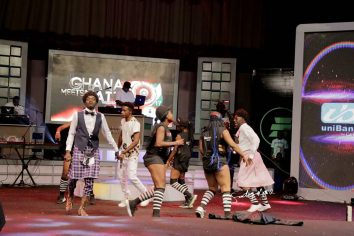 Video: Lil Win performs Mama Boss Papa with Akrobeto at Ghana Meets Naija '17