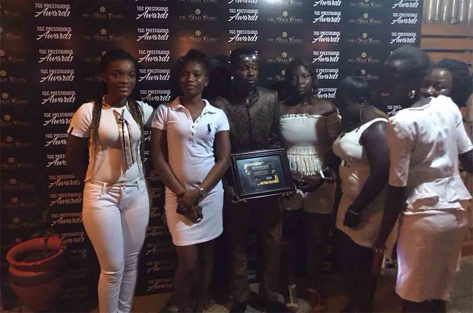 MIX MASTA GARZY WITH USHERS AT THE EVENT
