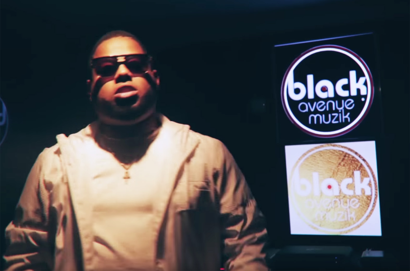 Video: 6 Waves by D-Black