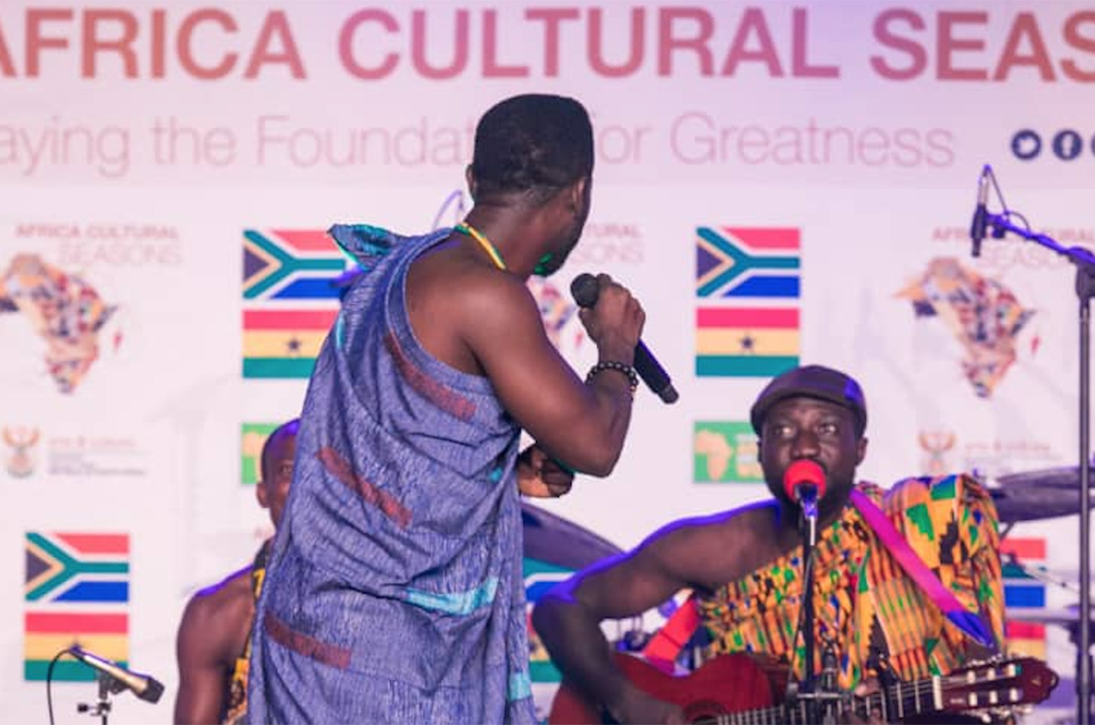 Okyeame Kwame stuns at Ghana-South Africa cultural seasons